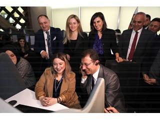 İBB Başkanı Ekrem İmamoğlu, Beyaz Masa Alo 153 Çağrı Merkezi'ni Ziyaret Etti