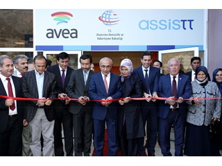 Ermenek'te Avea'ya hizmet vermek üzere hayata geçirilen AssisTT'in yeni çağrı merkezi geniş katılımlı bir törenle açıldı.